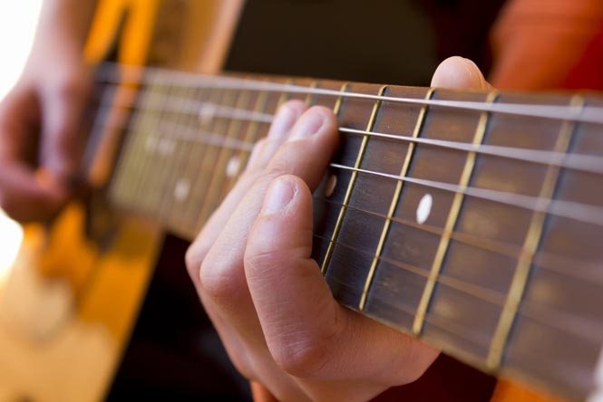 Cheap Acoustic and Electric Guitar Buying Guide