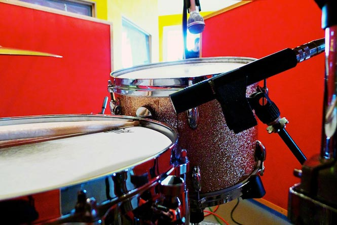 tech tip drum recording on a budget the hub. Black Bedroom Furniture Sets. Home Design Ideas